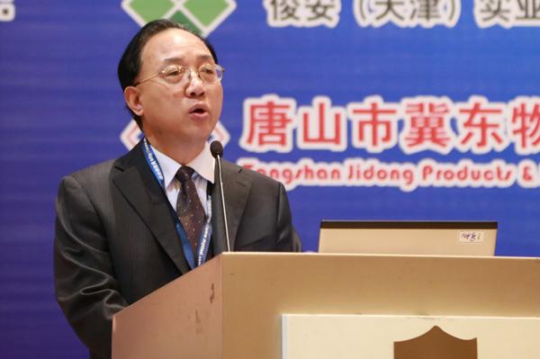 商会副会长刘贻南主持,大连商品交易所产业拓展部总监姚磊,青岛世纪