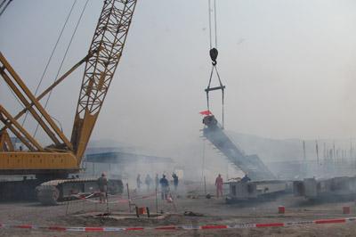 主厂房钢结构开吊